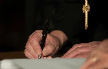 Archbishop Nichols Launches Official Papal Visit Book